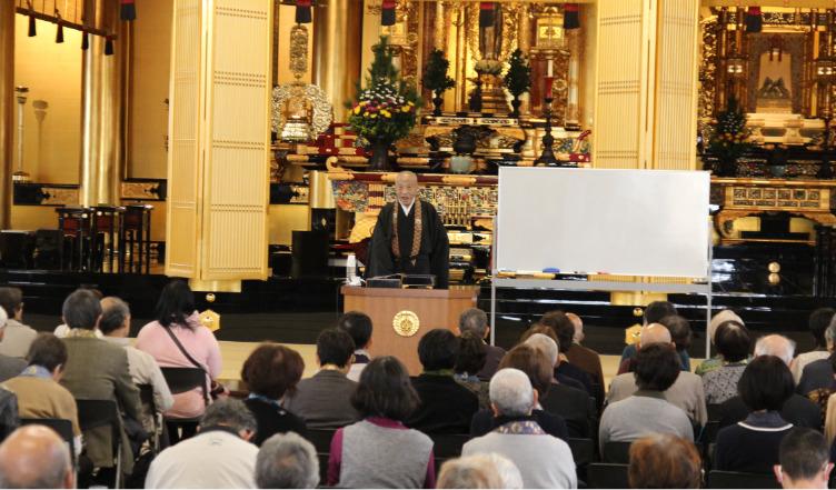 お釈迦さまのお悟りを記念して、本堂で布教大会が行われます。