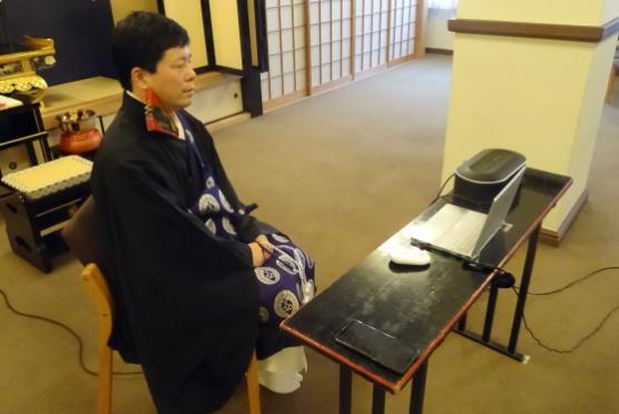築地本願寺ではインターネットを通じたオンラインでの法要参拝の申し込みも実施しております。